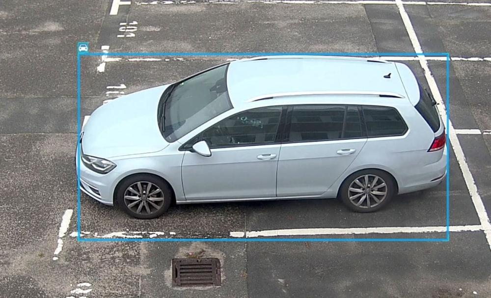 Das Bild zeigt ein detektiertes Fahrzeug von der Videoüberwachung